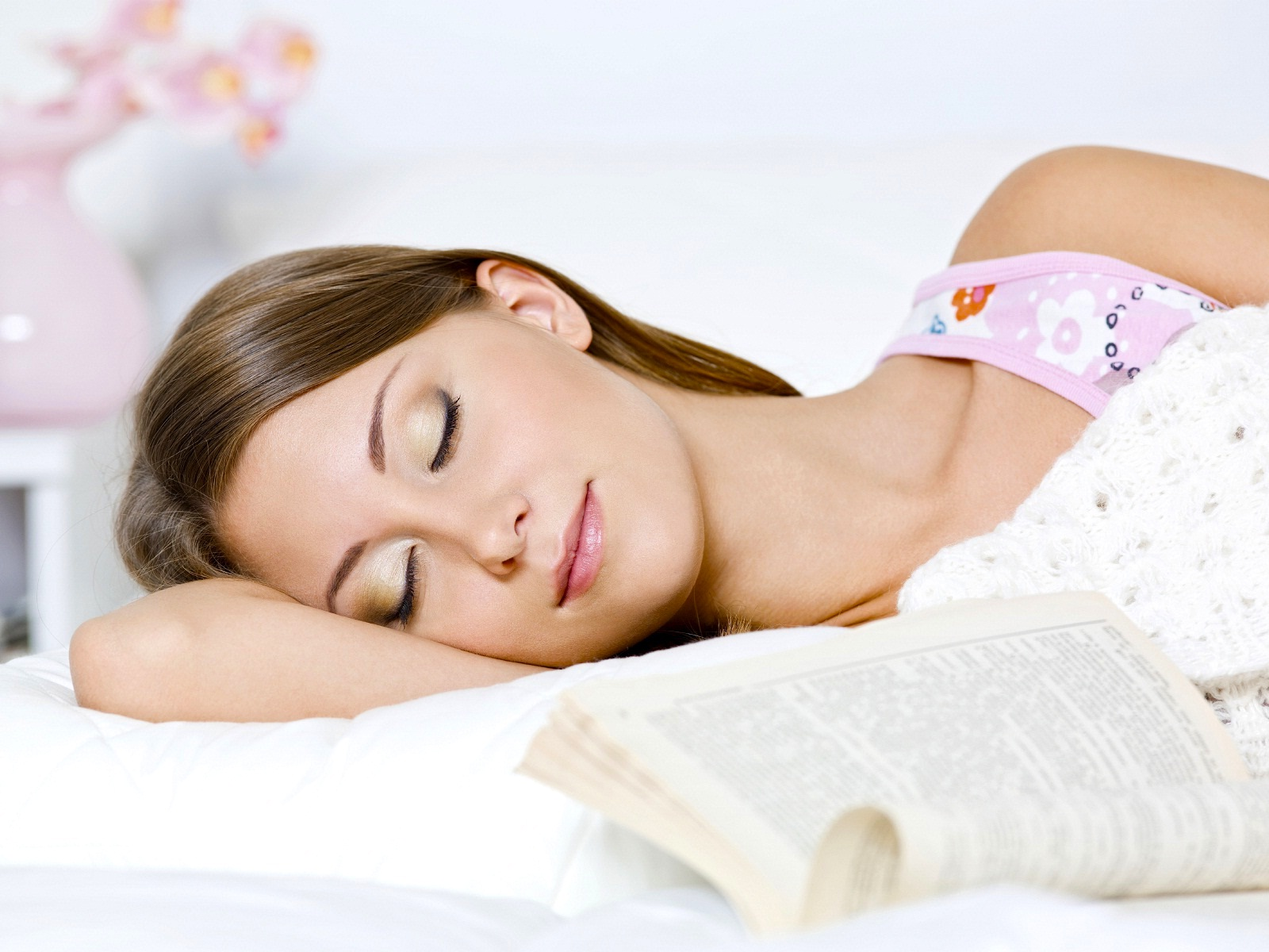 نتيجة بحث الصور عن Does your sleep effects on your skin